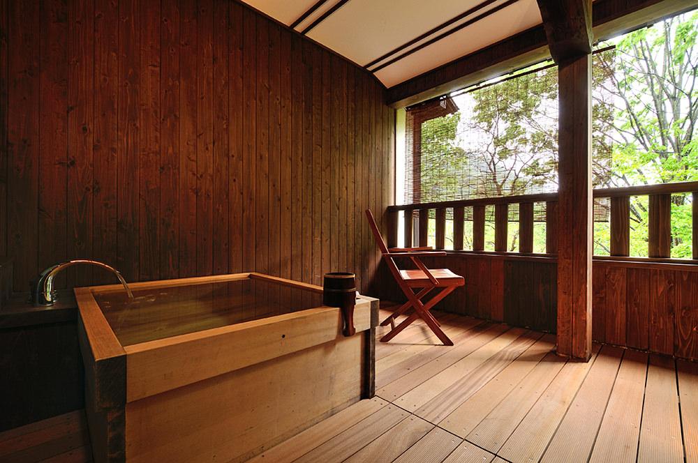 母屋 ひのき風呂付き客室メイン画像